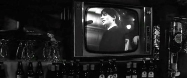 The Zombies play on TV in the English pub—they are not part of the movie, just part of the diegetic experience.  © 1965 – Columbia Pictures. All Rights Reserved.