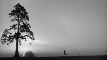 The film's opening shots reveal the pleasures of distance running but also the titular loneliness. © 1965 – Columbia Pictures. All Rights Reserved.