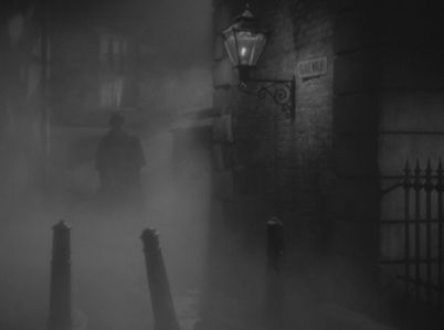 The scenes that take place outside of the home are all fog-laden and heavy. They give the impression that Jack the Ripper will strike any second. © 1944 – MGM. All Rights Reserved.